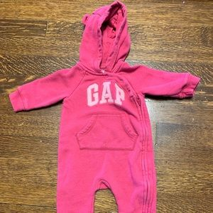Pink footed sweatsuit GAP 3-6 months